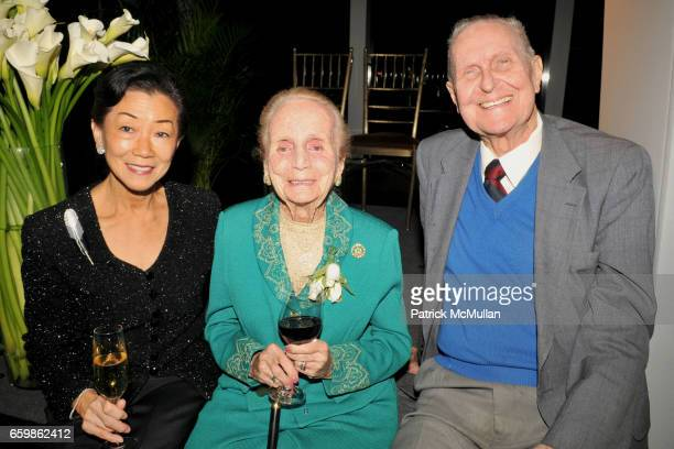 Lulu Wang Kathryn Davis and Richard Murray attend COLD SPRING HARBOR LABORATORY Double Helix Medal Dinner at Mandarin Oriental on November 10 2009 in...