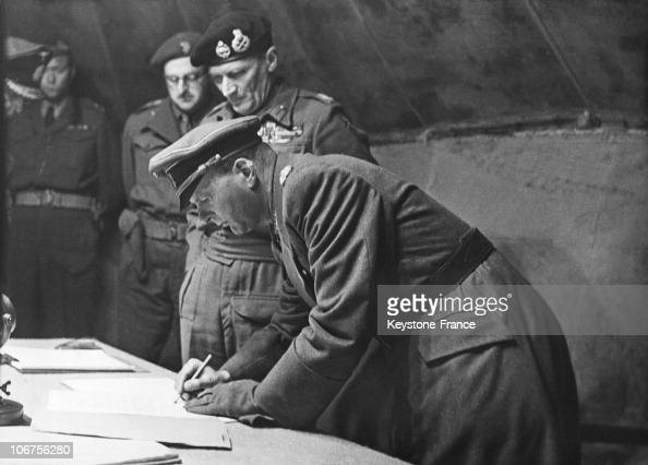 Luneburg Area North West German Armies Surrender General Hans Kinzel Signing The Surrender Next To British Marshal Montgomery May 4Th 1945