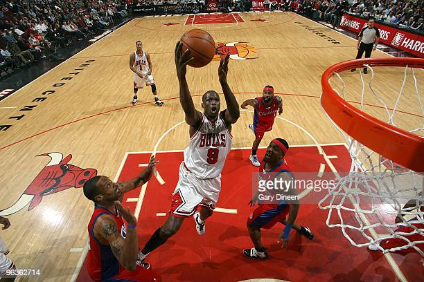 Luol Deng of the Chicago Bulls shoots a layup against Marcus Camby and Craig Smith of the Los Angeles Clippers on February 2 2010 at the United...