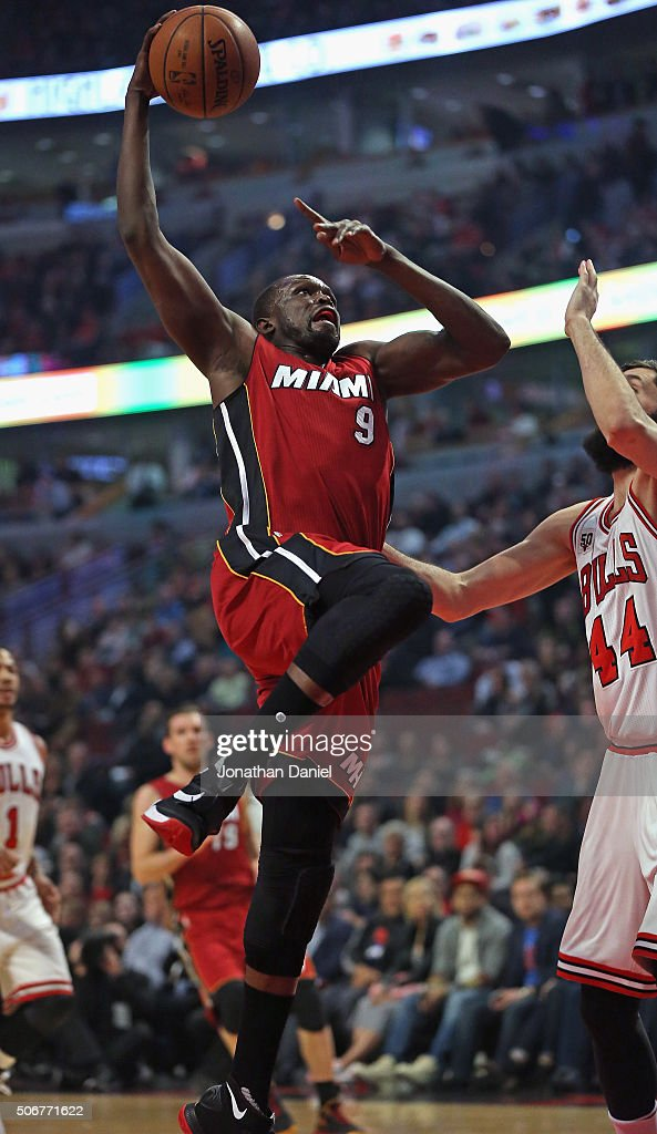 Luol Deng #9 of the Miami Heat goes up for a shot against Nikola Mirotic #44 of the Chicago Bulls at the United Center on January 25, 2016 in Chicago, Illinois.