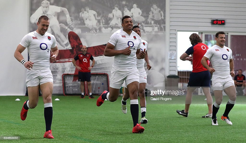 <a gi-track='captionPersonalityLinkClicked' href=/galleries/search?phrase=Luther+Burrell&family=editorial&specificpeople=871965 ng-click='$event.stopPropagation()'>Luther Burrell</a> (C) sprints during the England training session held at Pennyhill Park on May 27, 2016 in Bagshot, England.