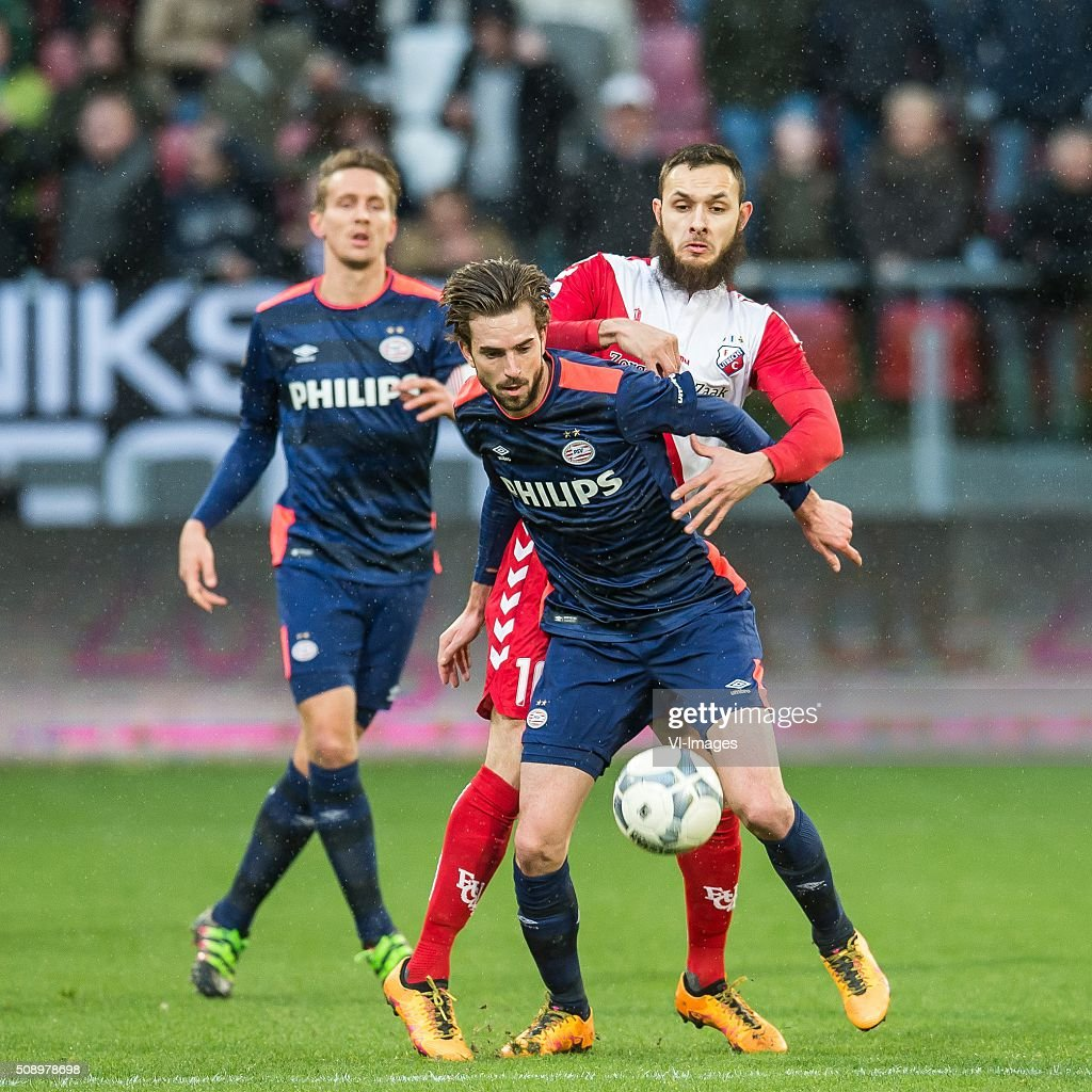 Luuk de Jong of PSV, Davy Propper of PSV, Nacer Barazite of FC Utrecht during the Dutch Eredivisie match between FC Utrecht and PSV Eindhoven at the Galgenwaard Stadium on February 07, 2016 in Utrecht, The Netherlands
