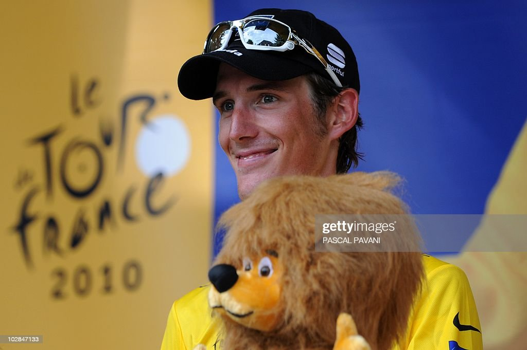 Luxembourg's Andy Schleck celebrates his Yellow jersey of Overall leader on the podium at the end of the 204,5 km and 9th stage of the 201 Tour de France cycling race run between Morzine Avoriaz ski resort and Saint-Jean de Maurienne, in Savoy, on July 13, 2010.
