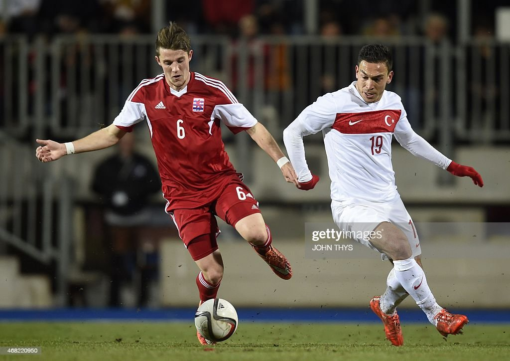 Luxembourg's defender Chris Philipps (L) vies Turkey's Mevlut Erdinc (R) during the friendly football match between Luxembourg and Turkey at the Josy Barthel Stadium, on March 31, 2015 in Luxembourg. AFP PHOTO / JOHN THYS