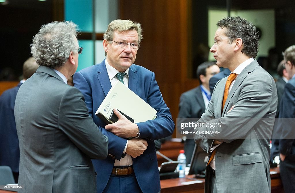 Luxembourg's Finance minister, Pierre Gramegna, Belgian Finance minister, Johan Van Overtveldt and Eurogroup chief Jeroen Dijsselbloem talk prior to the start of the European Union Eco-Finance Council meeting at the EU Council building in Brussels on February 12, 2016. AFP PHOTO / THIERRY MONASSE / AFP / THIERRY MONASSE