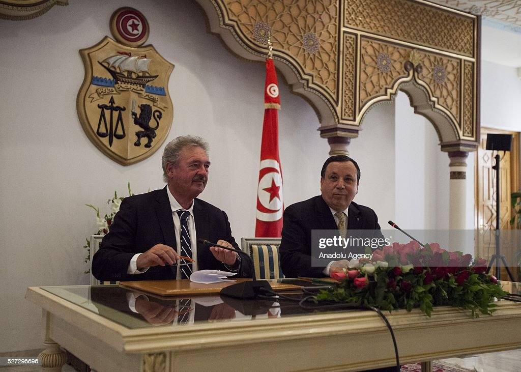 Luxembourg's Foreign Minister Jean Asselborn (L) and Tunisian Foreign Minister Khamis al-Jehinawi (R) hold a joint press conference after their meeting at the foreign ministry building in Tunis, Tunisia on May 2, 2016.