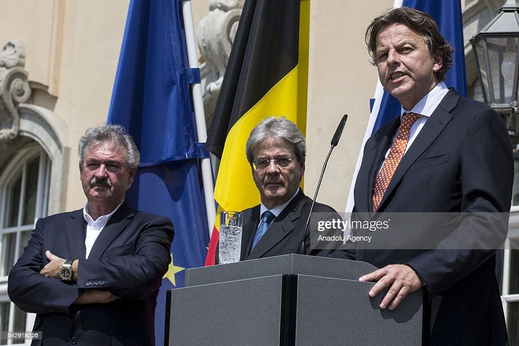 Luxembourgs Foreign Minister Jean Asselborn (L), Italian Foreign Minister Paolo Gentiloni (C) and Dutch Foreign Minister Bert Koenders (R) attend a press conference after their meeting to discuss United Kingdom's decision on leaving European Union (EU), at German foreign ministry's guest house Villa Borsig in Berlin, Germany on June 25, 2016.