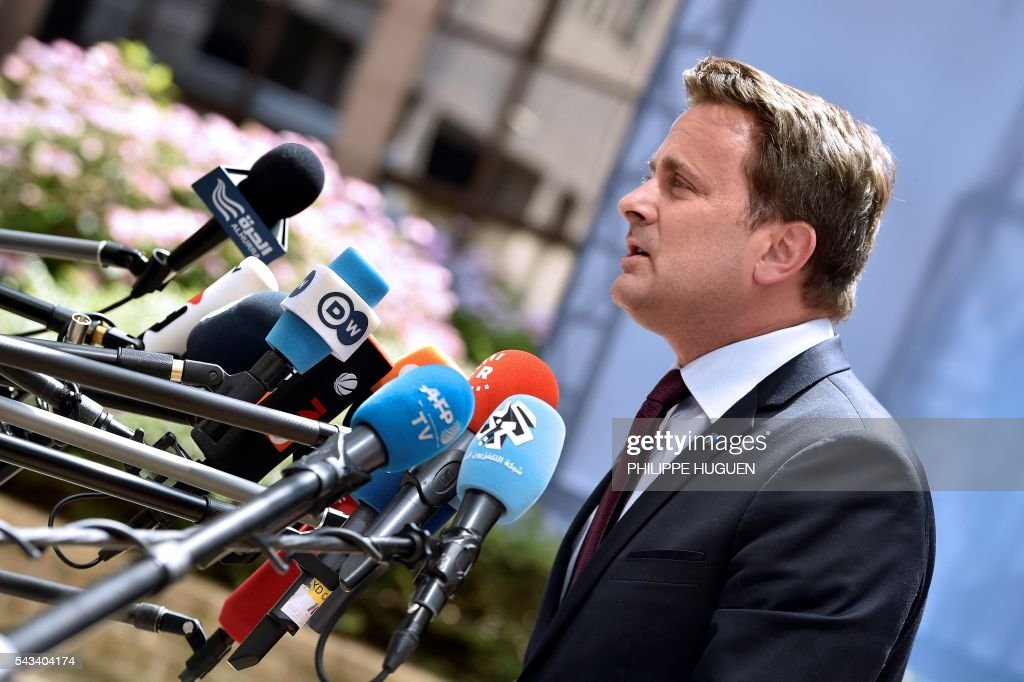 Luxembourg's Prime minister Xavier Bettel talks to the press as he arrives before an EU summit meeting on June 28, 2016 at the European Union headquarters in Brussels. / AFP / PHILIPPE