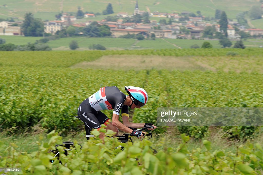 Luxemburg's Andy Schleck competes on June 7, 2012, during the 53,5 km time-trial of the 64th edition of the Dauphine Criterium cycling race run, between Villie-Morgon and Bourg-en-Bresse, southeastern France. AFP PHOTO PASCAL PAVANI