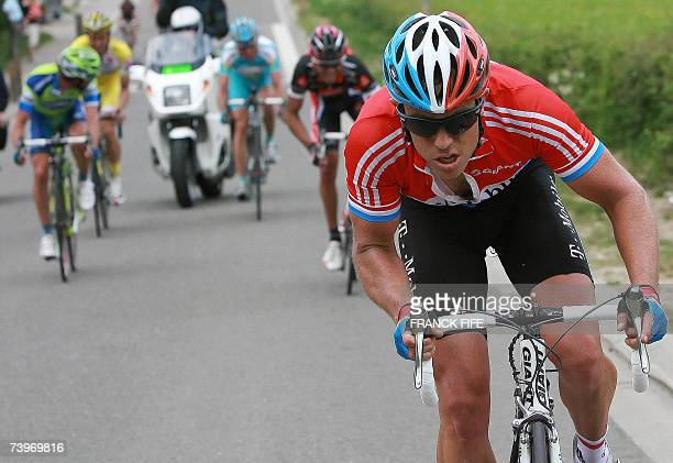 Luxemburg's Kim Kirchen takes the lead during the Fleche Wallonne cycling race between Charleroi and Huy 25 April 2007 Italian Davide Rebellin won...