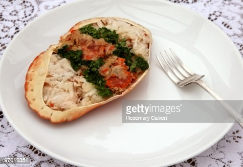 Luxurious eating, crab meat served in crab shell. : Stock Photo