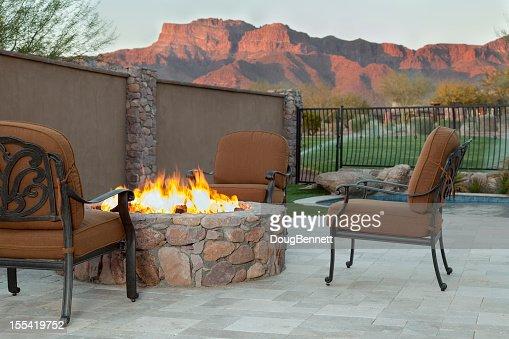 Jardin de luxe avec cheminée