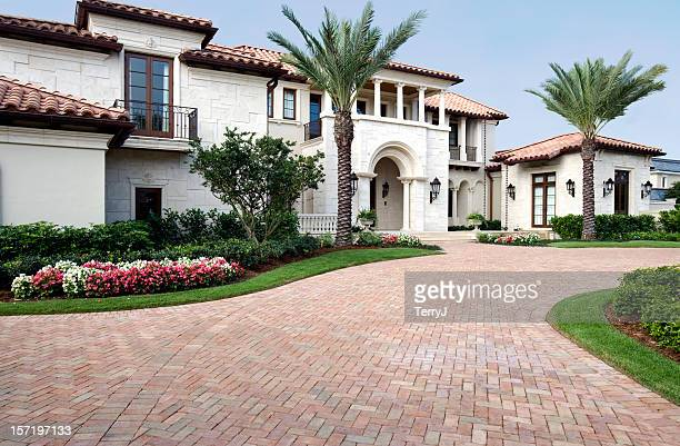 Luxus in diesem wunderschönen Estate Home mit Ziegelsteinboden liegt