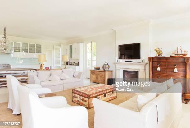 La luxueuse salle de séjour et cuisine
