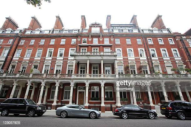 Luxury residential properties are seen in Knightsbridge in London UK on Tuesday Aug 30 2011 Luxuryhome prices in central London climbed the most in...