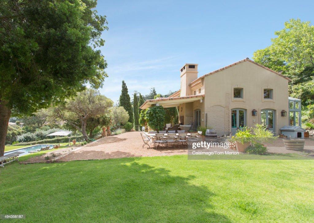Luxury rural villa : Stockfoto