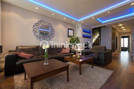 Lusso specious soggiorno interno con soffitto moderno luci - Luci soggiorno moderno ...