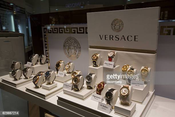 gianni versace spa photos et images de collection getty images. Black Bedroom Furniture Sets. Home Design Ideas
