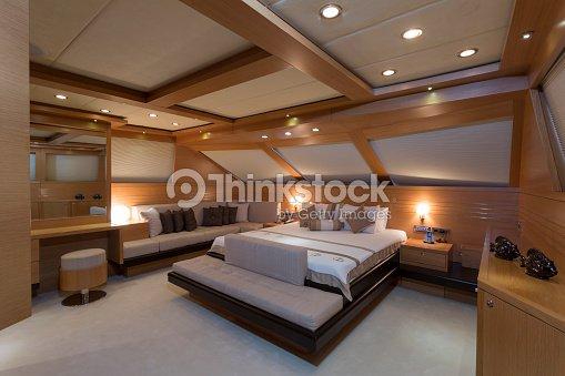 yacht de luxe int rieur yacht de cabine photo thinkstock. Black Bedroom Furniture Sets. Home Design Ideas