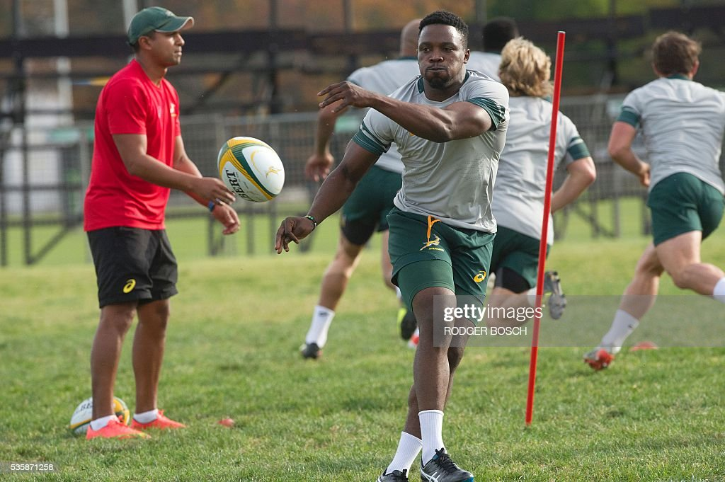 Lwazi Mvovo takes part in the South Africa's national rugby team Springbok training after the announcement of the new captain appointment on 30 May, 2016 in Stellenbosch, near Cape town. Adriaan Strauss will captain South Africa in a three-Test home series against Ireland during June, new national coach Allister Coetzee announced Monday in Stellenbosch near Cape Town. / AFP / RODGER