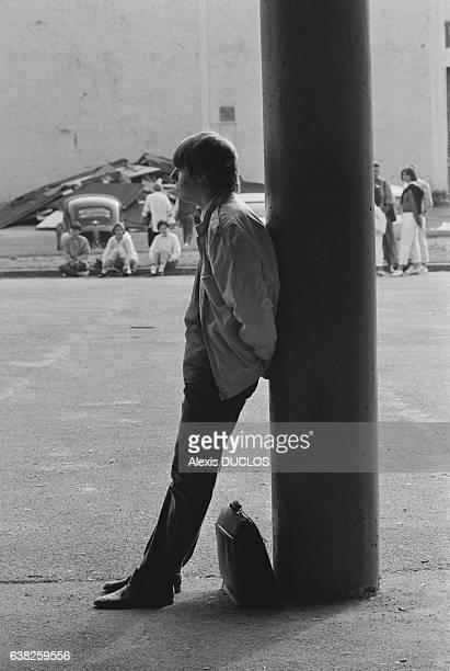 Lycéen attendant la rentrée à Vernon France le 9 septembre 1985