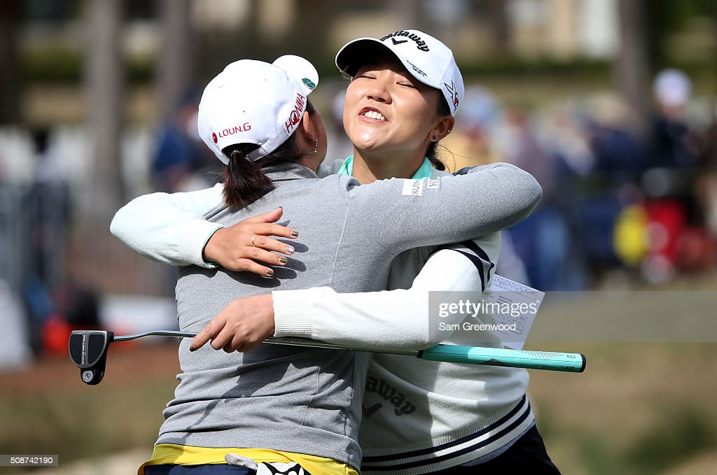 <a gi-track='captionPersonalityLinkClicked' href=/galleries/search?phrase=Lydia+Ko&family=editorial&specificpeople=5817103 ng-click='$event.stopPropagation()'>Lydia Ko</a> of New Zealand (R) hugs <a gi-track='captionPersonalityLinkClicked' href=/galleries/search?phrase=Ha+Na+Jang&family=editorial&specificpeople=11711075 ng-click='$event.stopPropagation()'>Ha Na Jang</a> of South Korea on the 18th hole following the continuation of the third round of the Coates Golf Championship Presented By R+L Carriers at Golden Ocala Golf Club on February 6, 2016 in Ocala, Florida.