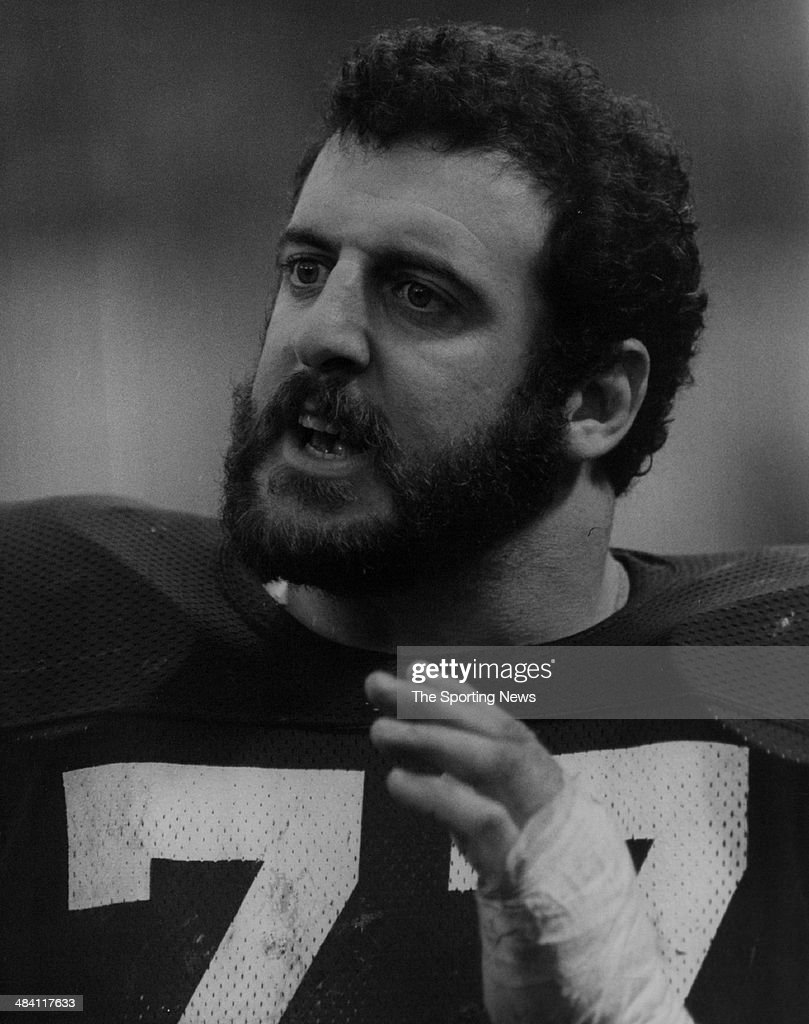 <a gi-track='captionPersonalityLinkClicked' href=/galleries/search?phrase=Lyle+Alzado&family=editorial&specificpeople=544733 ng-click='$event.stopPropagation()'>Lyle Alzado</a> of the Los Angeles Raiders talks circa 1980s.