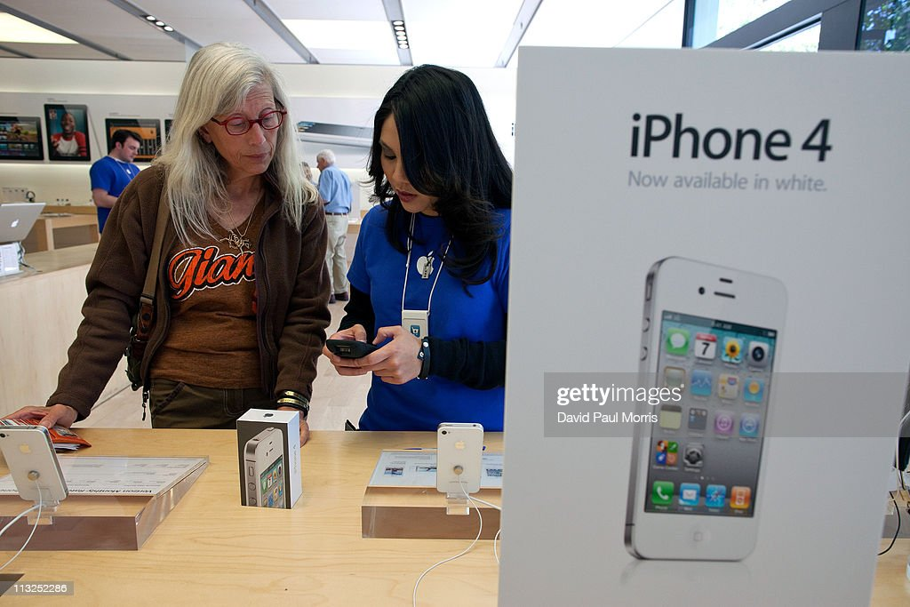 Lynda Malavanya (L) talks with Apple employee Justine Sidella before purchasing a new white iPhone 4 at the Apple store April 28, 2011 in Palo Alto, California. The long awaited white iPhone, first announced in June of 2010, went on sale worldwide for the first time today.