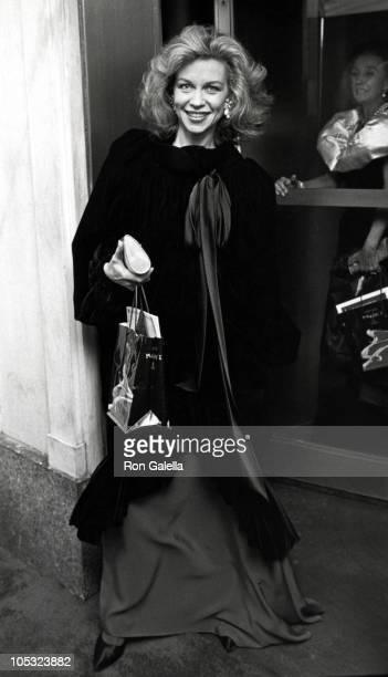 Lynn Wyatt during William S Paley at Maxim's Restaurant September 26 1985 at Maxim's Restaurant in New York City New York United States