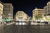 Place de la République à Lyon, immeubles de style, fontaines, bassins