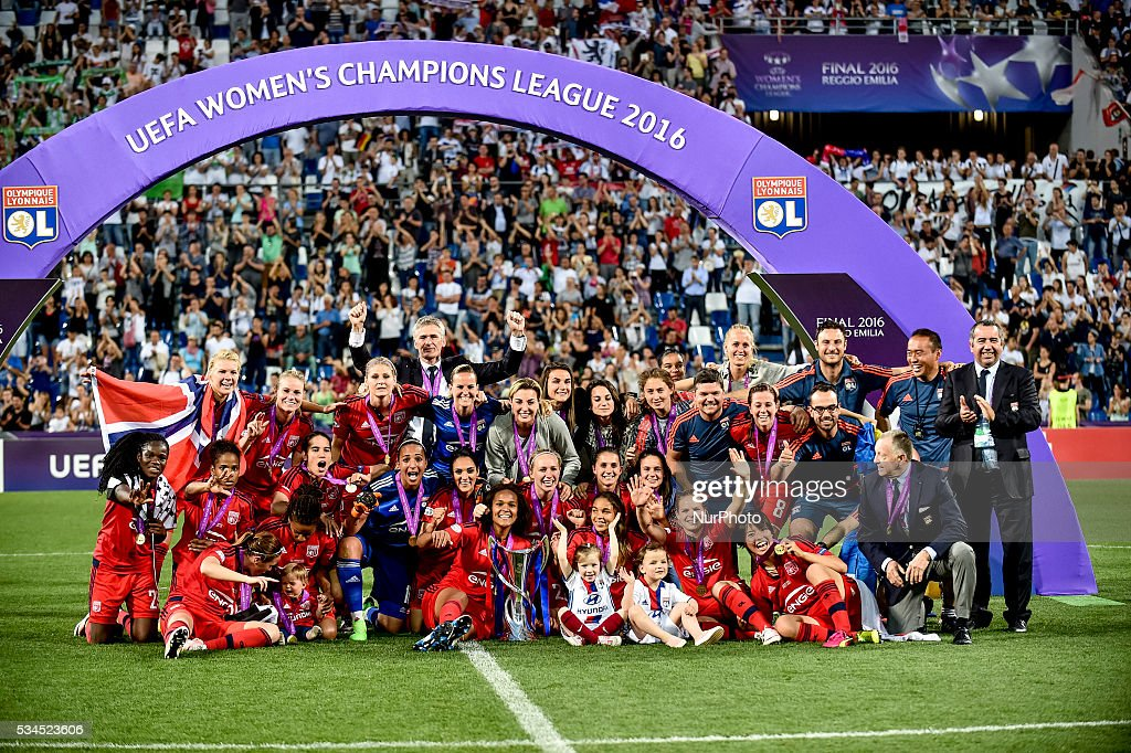 Lyon players celebrate the victory of the trophy after the UEFA Women's Champions League Final between Wolfsburg Ladies and Lyon Ladies at Stadio Citt del Tricolore, Reggio Emila, Italy on 21 May 2016