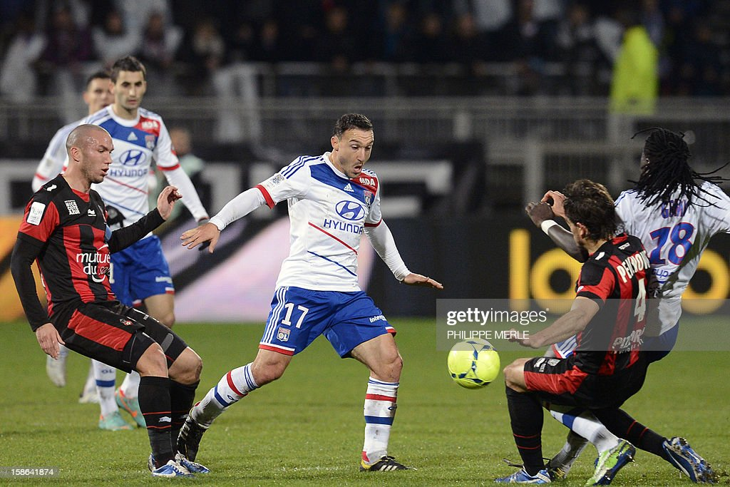 Lyon's Belgian midfielder Steed Malbranque (C) vies with Nice's French midfielder Didier Digard (L) and Nice's Serbian defender Nemanja Pejcinovic (R) during the French L1 football match Lyon vs Nice, on December 22, 2012 at the Gerland stadium in Lyon, central eastern France. AFP PHOTO / PHILIPPE MERLE