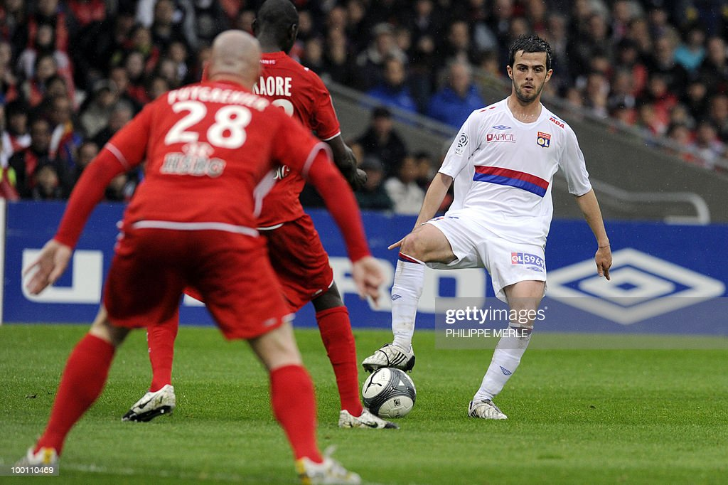 Lyon's Bosnian midfielder Miralem Pjanic (R) vies with Monaco Malian defender Djimi Traore (C) and Monaco French defender Sebastien Puygrenier during the French L1 football match Lyon versus Monaco on May 12, 2010 at the Gerland stadium in Lyon.