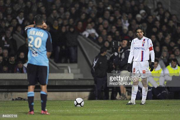Lyon's Brazilian midfielder Juninho concentrate before a free kick during the French L1 football match Lyon vs Marseille on December 14 2008 at the...