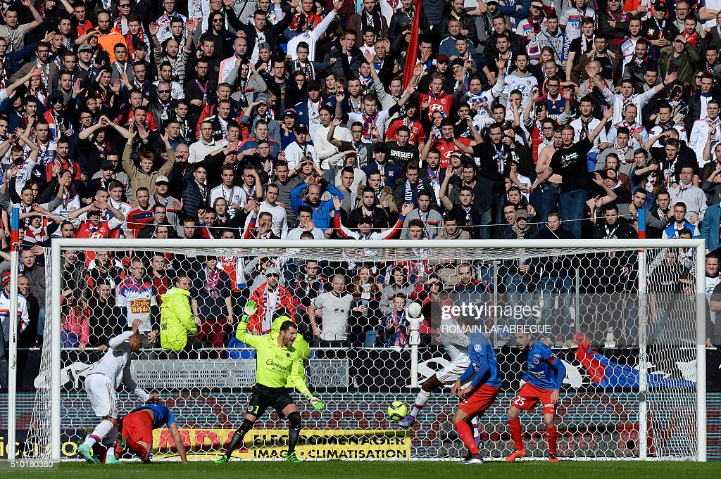 Lyon's Cameroonian defender Samuel Umtiti (3R) scores a goal during the French L1 football match between Olympique Lyonnais (OL) and Stade Malherbe Caen (SMC) at the Parc Olympique Lyonnais stadium in Decines-Charpieu, central-eastern France on February 14, 2016. / AFP / ROMAIN LAFABREGUE