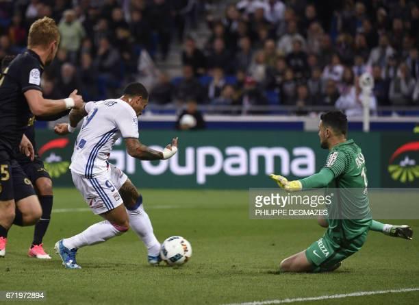 Lyon's Dutch forward Memphis Depay vies with Monaco's Croatian goalkeeper Danijel Subasic during the French L1 football match Olympique Lyonnais...