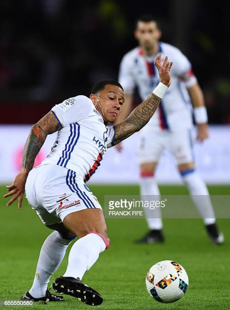 Lyon's forward Menphies Depay controls the ball during the French L1 football match between Paris SaintGermain and Olympique Lyonnais at the Parc des...