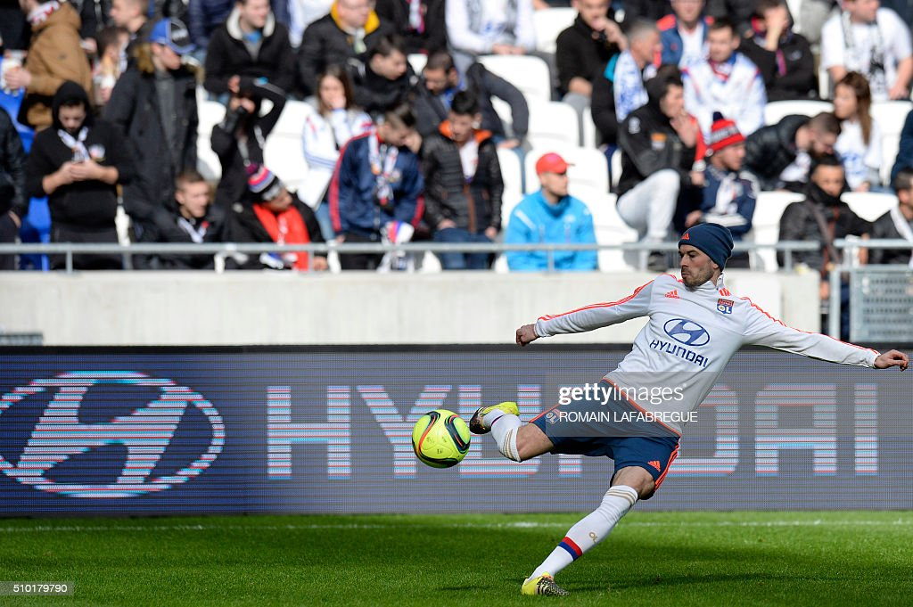 Lyon's French defender Christophe Jallet warms up prior to the French L1 football match between Olympique Lyonnais (OL) and Stade Malherbe Caen (SMC) on February 14, 2016 at the Parc de l'Olympique Lyonnais in Decines-Charpieu, central eastern France. / AFP / ROMAIN LAFABREGUE