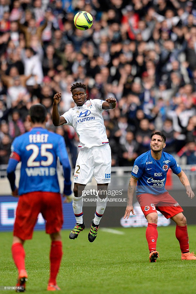 Lyon's French defender Mapou Yanga-MBiwa (C) heads the ball next to Caens French midfielder Julien Feret (L) and Caens French forward Andy Delort during the French L1 football match between Olympique Lyonnais (OL) and Stade Malherbe Caen (SMC) at the Parc de l'Olympique Lyonnais in Decines-Charpieu, central eastern France, on February 14, 2016. / AFP / ROMAIN LAFABREGUE