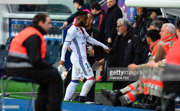 Lyon's French forward Alexandre Lacazette leaves the pitch during the French L1 football match Paris SaintGermain vs Olympique Lyonnais at the Parc...