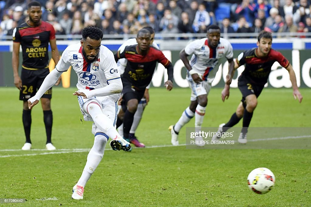 Lyon's French forward Alexandre Lacazette shoots a penalty and scores during the French L1 football match between Olympique Lyonnais and EA Guingamp on October 22, 2016, at the Parc Olympique Lyonnais in Decines-Charpieu near Lyon, southeastern France. / AFP / PHILIPPE