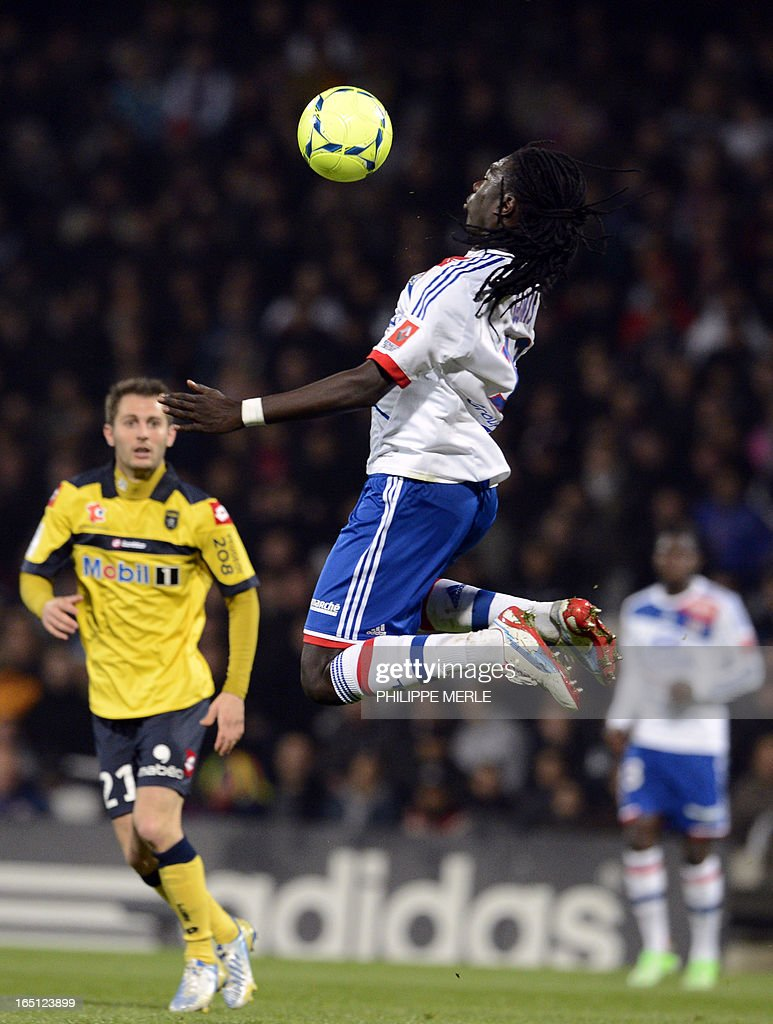 Lyon's French forward Bafetimbi Gomis (C) tries to catch the ball during the French L1 football match Lyon vs Sochaux on March 31, 2013 at the Gerland stadium in Lyon.