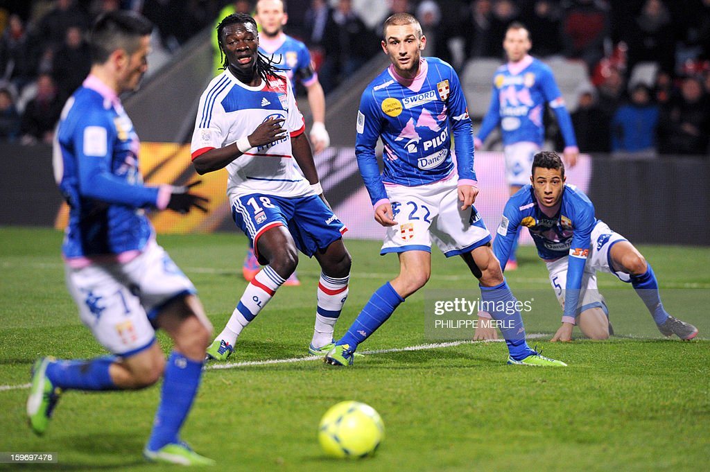 Lyon's French forward Bafetimbi Gomis (2ndL) vies with Evian's players during the French L1 football match Lyon (OL) vs Evian (ETG FC) on January 18, 2013 at the Gerland stadium in Lyon. AFP PHOTO / PHILIPPE MERLE