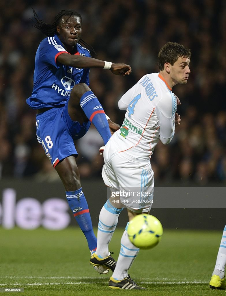 Lyon's French forward Bafetimbi Gomis (L) vies with Marseille's Brazilian defender Lucas Mendes (R) during the French L1 football match Olympique Lyonnais (OL) vs Olympique de Marseille (om) on March 10, 2013 at the Gerland stadium in Lyon, southeasthern France.