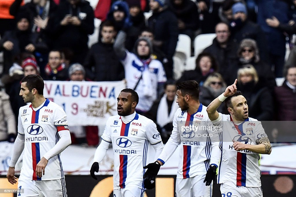 Lyon's French forward Mathieu Valbuena (R) celebrates with his teammates after scoring a goal during the French L1 football match Olympique Lyonnais (OL) vs Rennes (Stade Rennais) on December 11, 2016, at the Parc Olympique Lyonnais stadium in Decines-Charpieu, central-eastern France. / AFP / JEFF