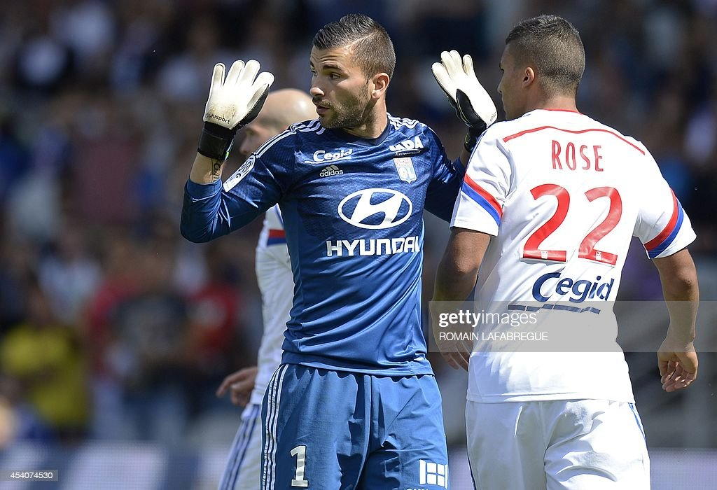Lyon's French goalkeeper Anthony Lopes (L) gestures during the French L1 football match between Lyon (OL) and Lens (RCL) at the Gerland stadium in Lyon, central-eastern France, on August 24, 2014. AFP PHOTO / ROMAIN LAFABREGUE