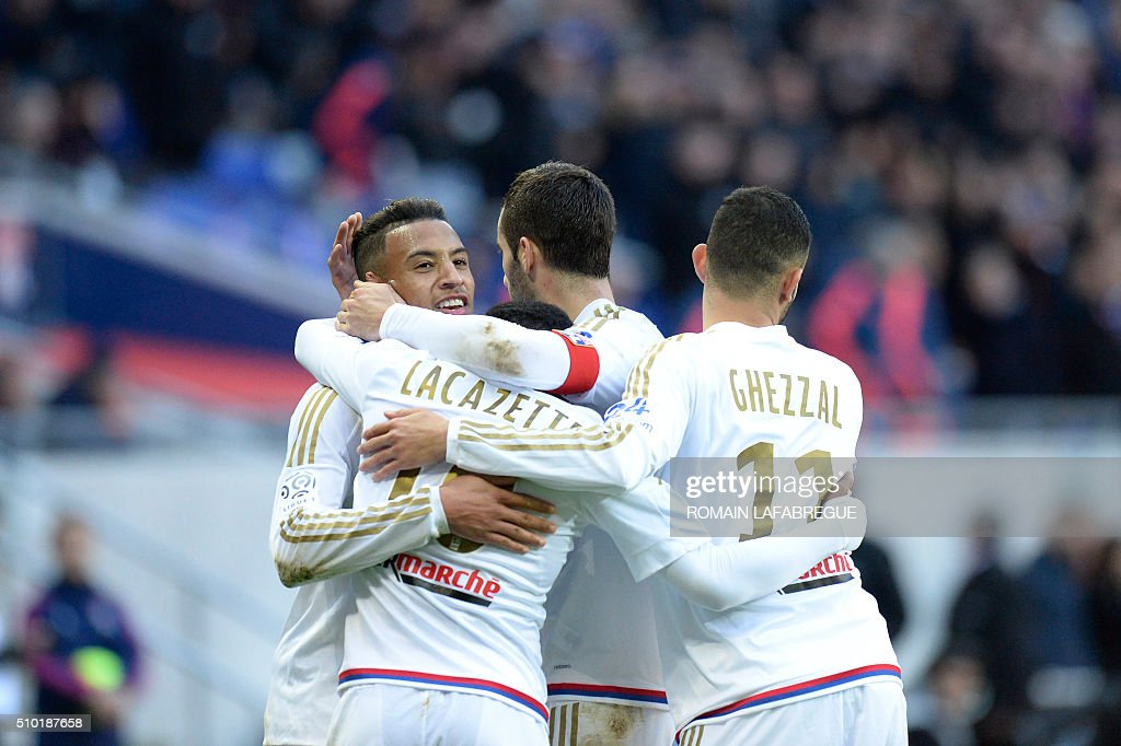 Lyon's French midfielder Corentin Tolisso celebrates with teammates after scoring a goal during the French L1 football match between Olympique Lyonnais (OL) and Stade Malherbe Caen (SMC) at the Parc de l'Olympique Lyonnais in Decines-Charpieu, central eastern France, on February 14, 2016. / AFP / ROMAIN LAFABREGUE