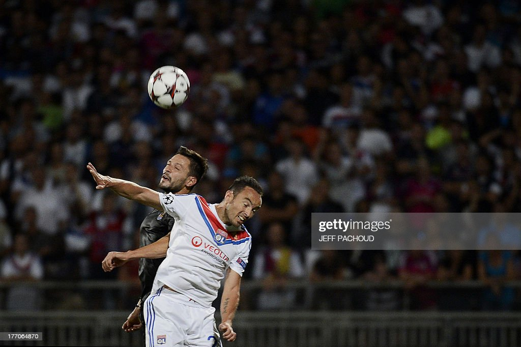 Lyon's French midfielder Gael Danic (R) vies with Real Sociedad's Spanish defender Alberto De La Bella (L) during the first leg of the UEFA Champions League's playoffs football match Olympique Lyonnais vs Real Sociedad on August 20, 2013 at the Gerland stadium in Lyon, eastern France. AFP PHOTO / JEFF PACHOUD