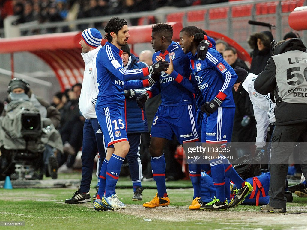 Lyon's French midfielder Gueida Fofana (R ) celebrates with teammates after scoring during the French L1 football match Valenciennes vs Olympique lyonnais at the stadium 'stade du hainaut' in Valenciennes on January 25, 2013.