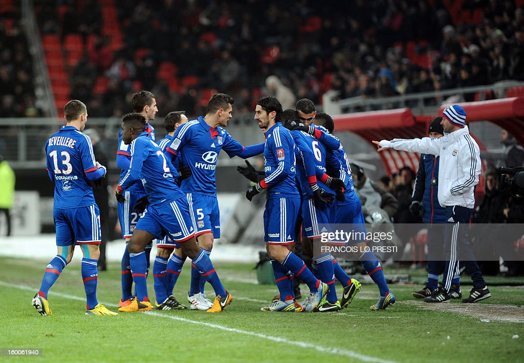 Lyon's French midfielder Gueida Fofana (3dR) celebrates with teammates after scoring during the French L1 football match Valenciennes vs Olympique lyonnais at the stadium 'stade du hainaut' in Valenciennes on January 25, 2013.
